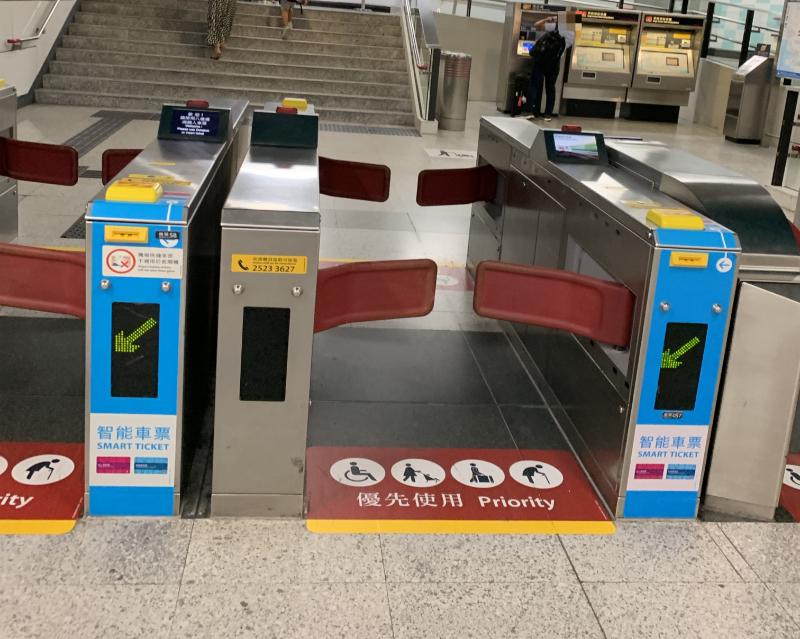 香港駅改札