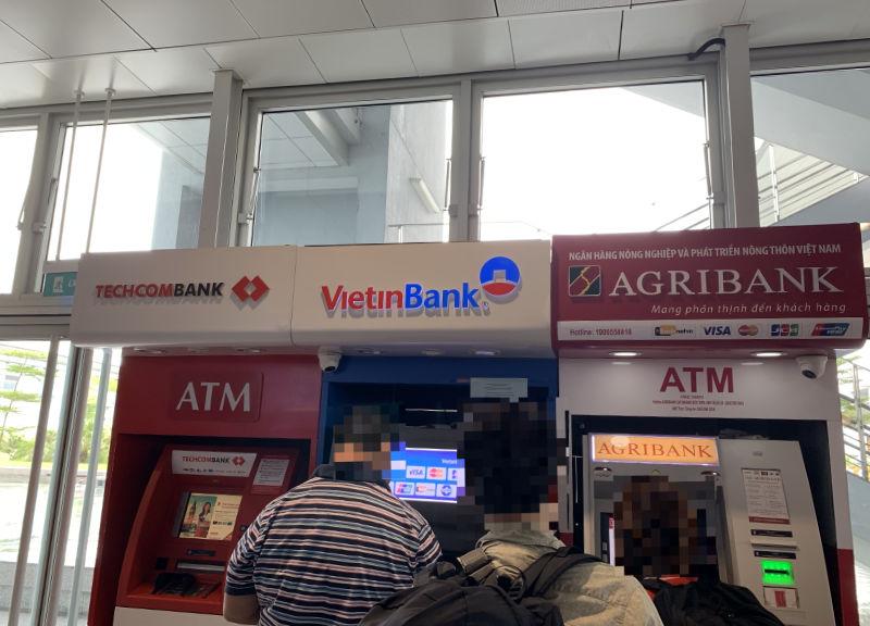 ノイバイ国際空港ATM