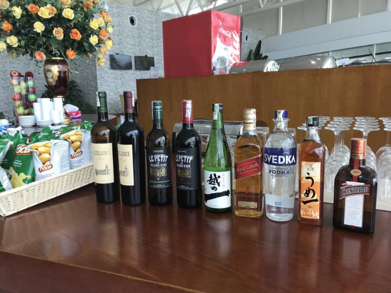 ノイバイ国際空港ビジネスラウンジアルコール