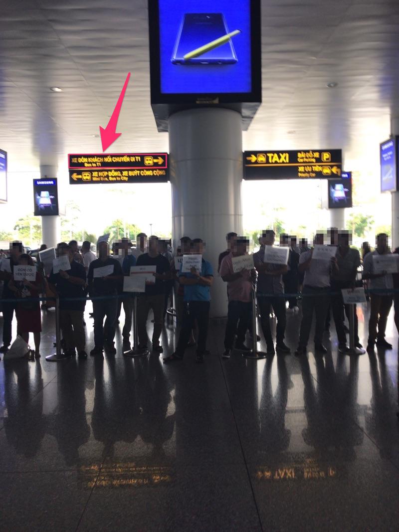 ノイバイ空港国際線 国際線行きバスの看板