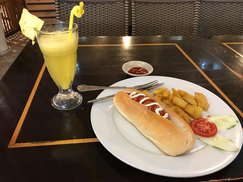 ノイバイ空港国内線 食事