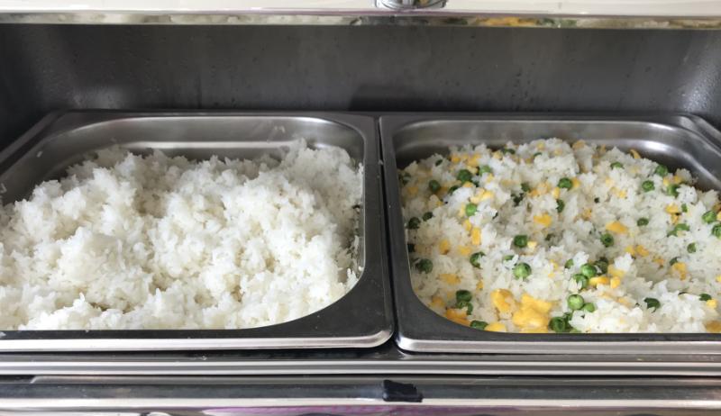 ノイバイ空港ビジネスラウンジ食事