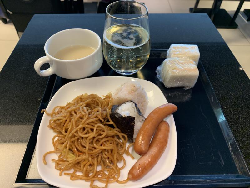 110番ゲートANAラウンジ食事