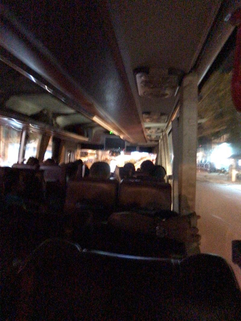 ホイアン行きのバスに行くバス