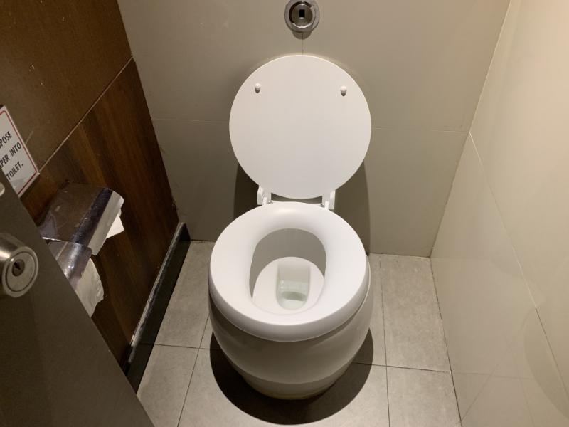 ロイヤルシルクラウンジトイレ