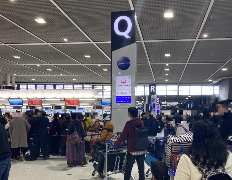 中国東方航空チェックインカウンター